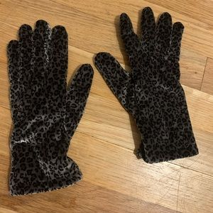 Leopard print fitted gloves